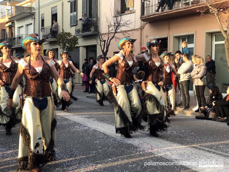 La colla de les Kaòtiques, desfilant a la rua d'aquest dissabte.