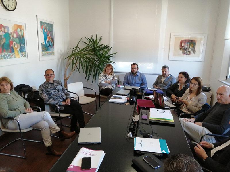 La comissió de seguiment del COVID-19 a Calonge i Sant Antoni, reunida aquest matí. (Foto: Ajuntament de Calonge i Sant Antoni).