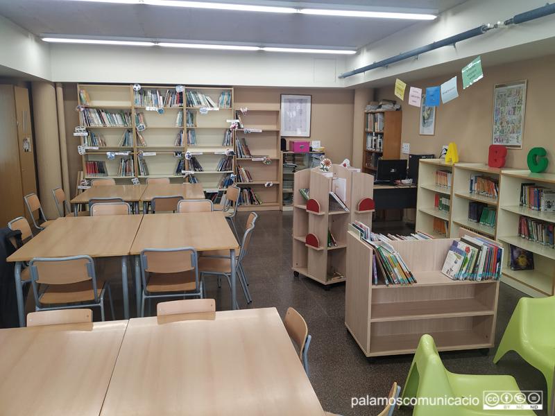 Una aula buida d'una escola de Palamós.