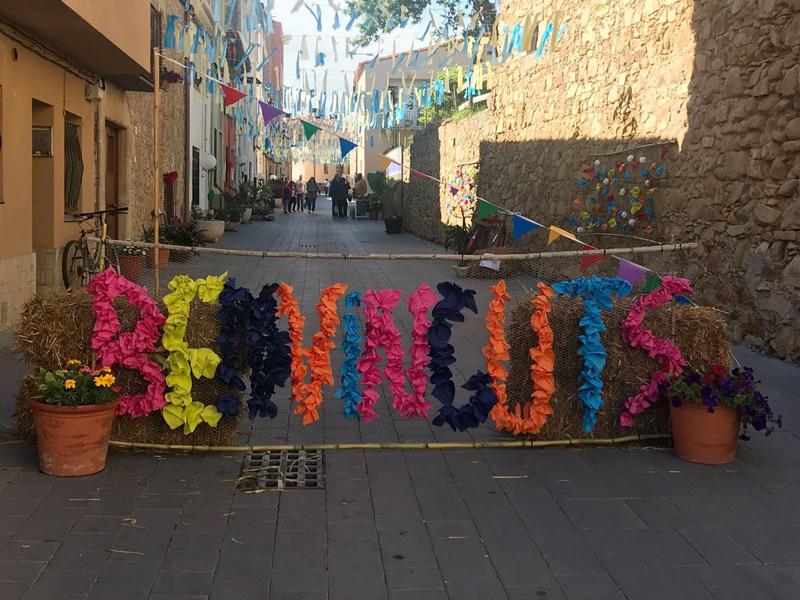 Sant Joan Florit engalana els carrers amb plantes i flors.