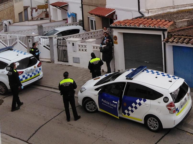 Els agents han felicitat els aniversaris dels infants menors de 12 anys que viuen al municipi. (Foto: B. Duran).