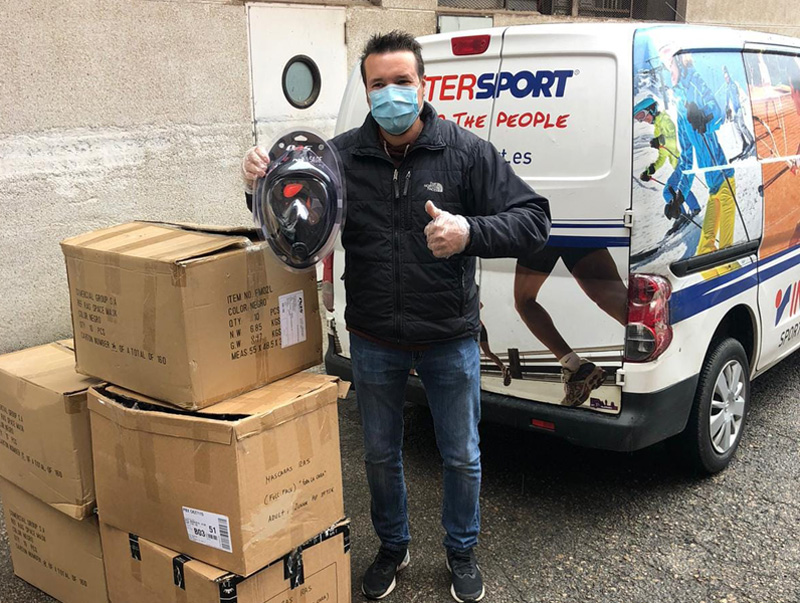 Donació de mascaretes a l'hospital de Palamós per part de Sports77-Intersport.