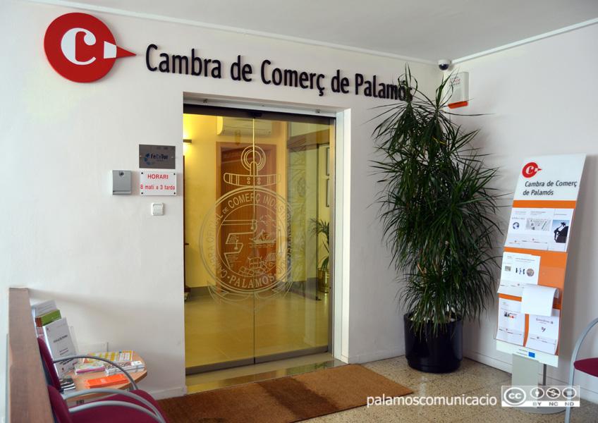 La Cambra de Comerç manté els seus serveis d'assessorament per via telemàtica i telefònica.