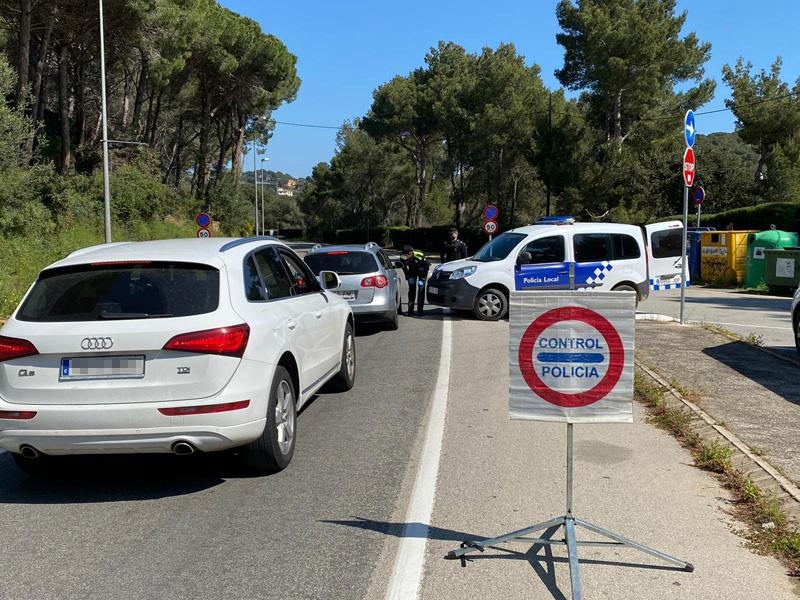 Agents del cos han intensificat els controls de carretera per detectar l'accés de propietaris de segones residències. (Foto: Ajuntament de Calonge i S