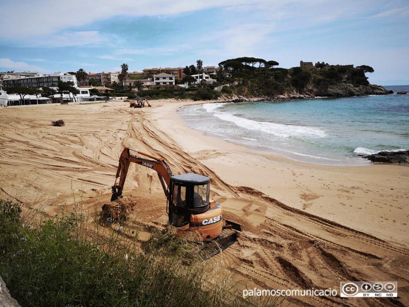 L'actuació ha prioritzat la platja de la Fosca, una de les més afectades.