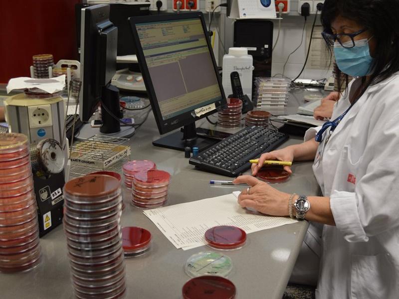 L'hospital de Palamós i l'atenció primària que en depèn estan demanant a diari entre 90 i 100 proves de PCR. (Foto: SSIBE).