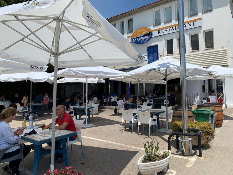 Restaurant 'Ca l'Amadeu, al Port Marina Palamós, ahir al migdia. (Foto: Ca l'Amadeu).