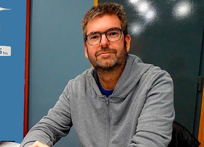 David Costa, als estudis de Ràdio Palamós.