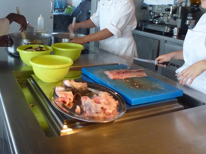 Taller de cuina d'una edició del Pla de Transició al Treball.