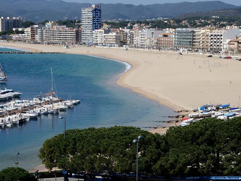 La platja Gran de Palamós compta amb molt d'espai per garantir la distància entre banyistes. (Foto: Olgra Grassot).