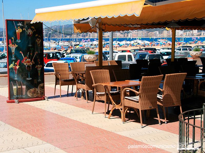 La mesura té l'objectiu d'ajudar els establiments amb terrassa o expositors.