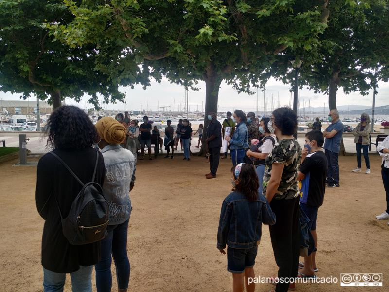 Concentració contra el racisme ahir al passeig del Mar.