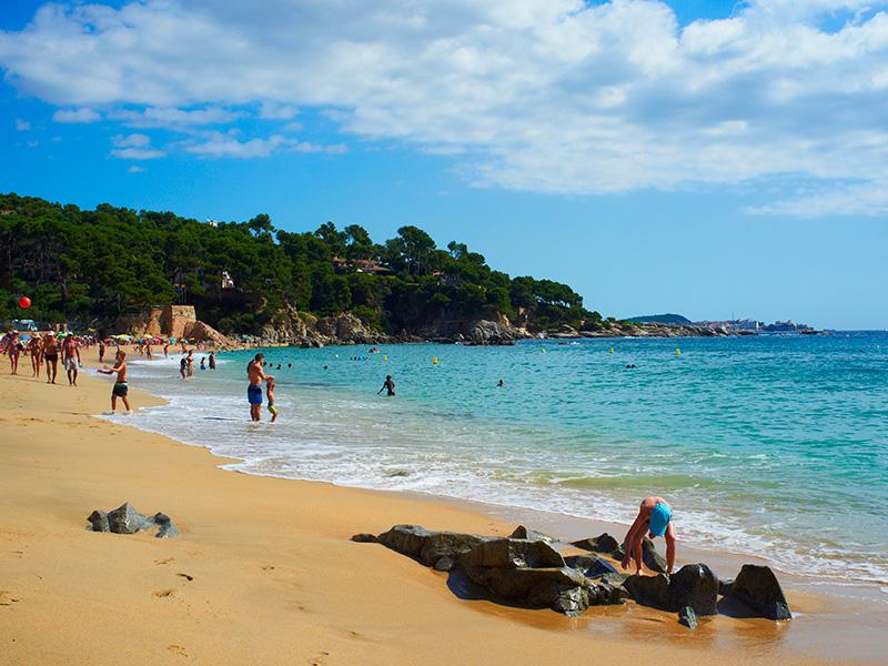 Cala Cristus, una de les platges més concorregudes a l'estiu a Calonge.