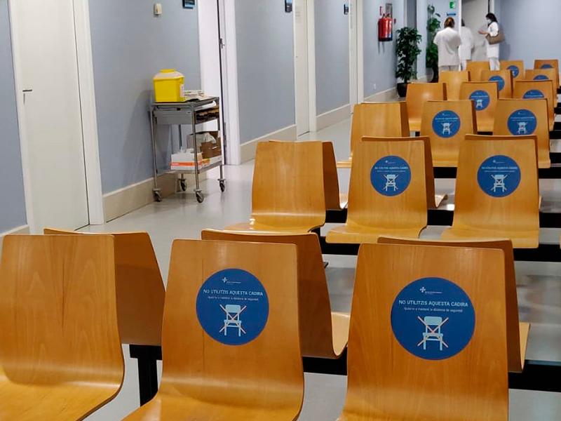 Sala d'espera al Centre d'Atenció Primària de Palamós.