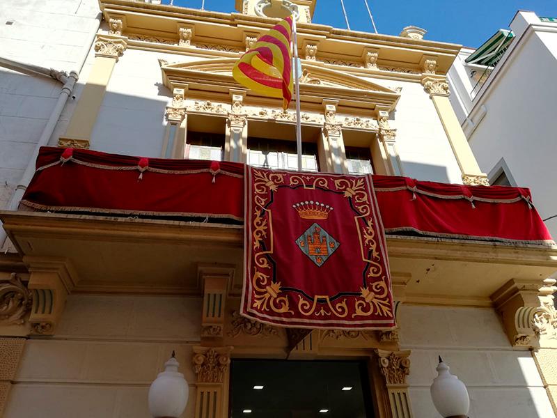 La balconada de l'Ajuntament de Palamós.