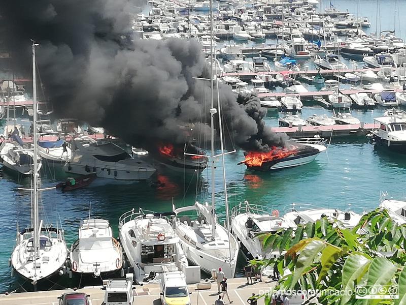 Embarcacions cremades al Port Marina Palamós.