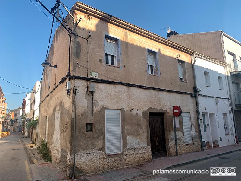 Una vivenda del carrer de Josep Joan de Palamós, aquest matí.