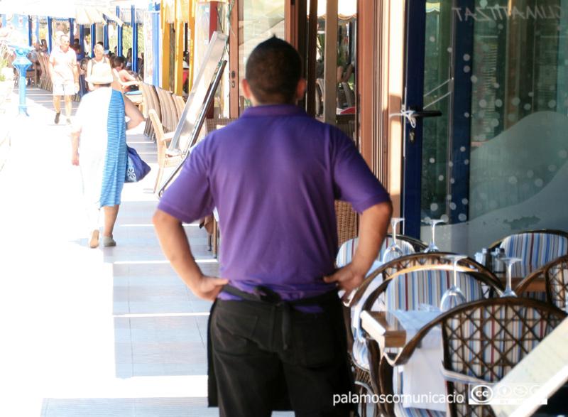 L'inici de la temporada alta turística motiva una moderació en el comportament de la desocupació a Palamós.