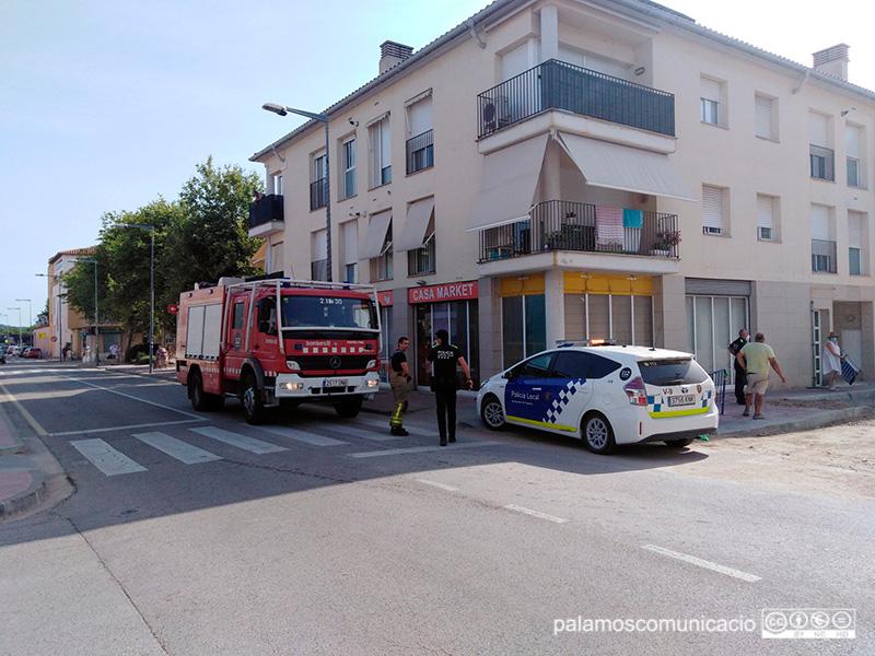 Dotacions d'emergències estacionades al carrer d'Enric Vincke, aquest matí.