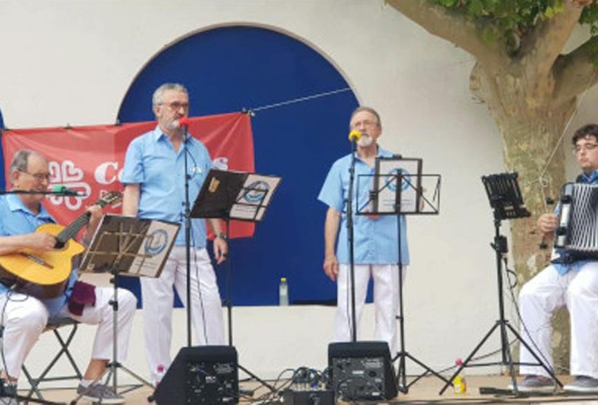 Els Vell Galligants en una actuació a l'Arbreda.