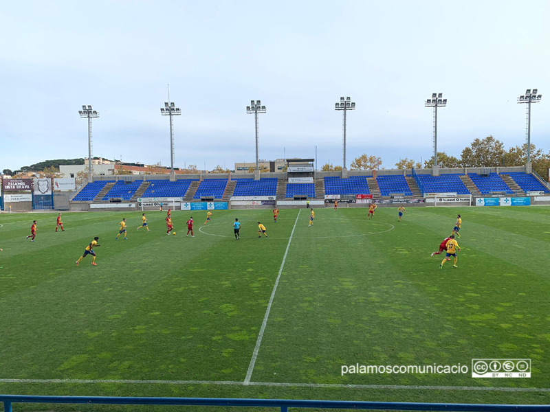 Imatge d'arxiu del partit entre el Palamós i el Manlleu de la temporada passada.