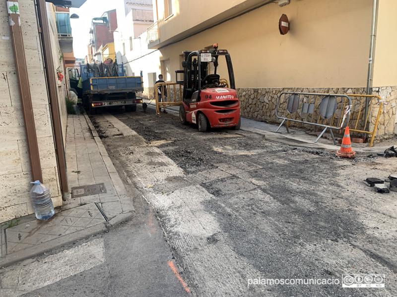 Asfaltatge al carrer de Pere Joan.