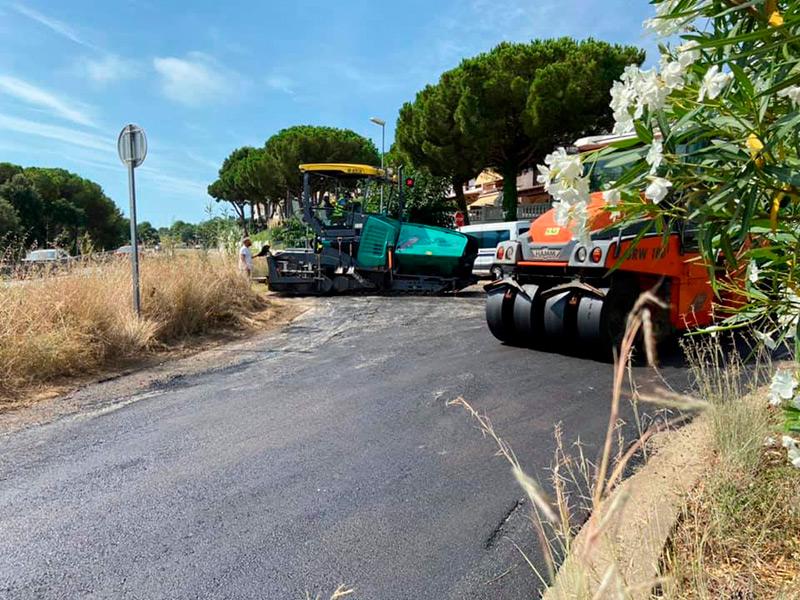Les feines d'asfaltatge s'aturen fins al mes de setembre. (Foto: Ajuntament de Calonge i Sant Antoni).