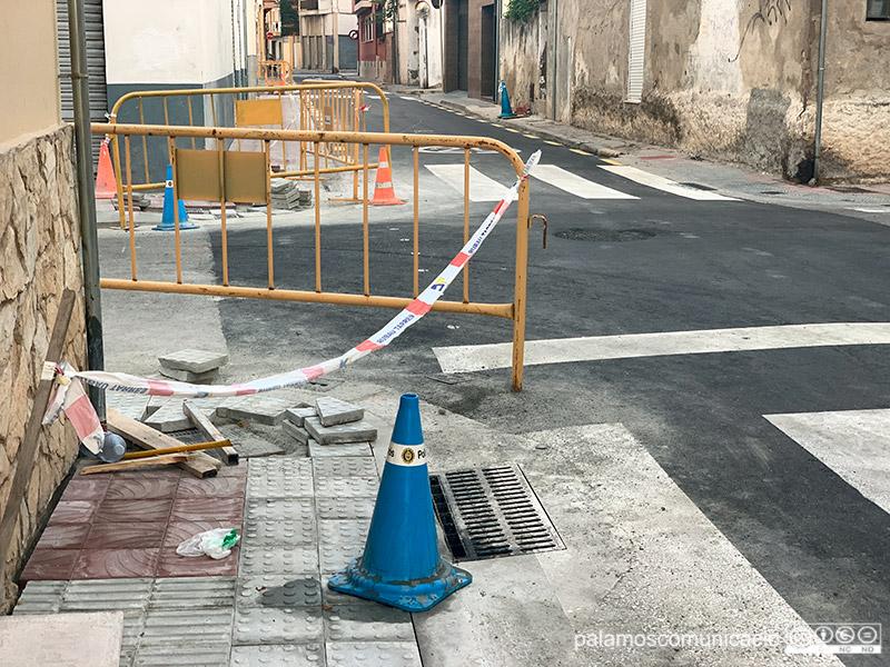 Darrers remats de l'obra al carrer de Pere Joan, aquest matí.