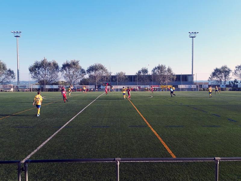 El Palamós va guanyar per 0 a 2 el primer partit de pretemporada a Torroella. (Foto: Palamós CF).