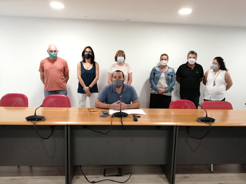 Imatge de la compareixença del govern municipal de Calonge i Sant Antoni, amb Miquel Bell-lloch al capdavant, aquest migdia. (Foto: Aj.Calonge i Sant