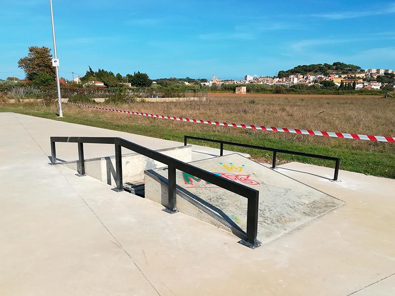 Nous elements de l'skate park situat a prop de la zona esportiva Josep Massot i Sais.