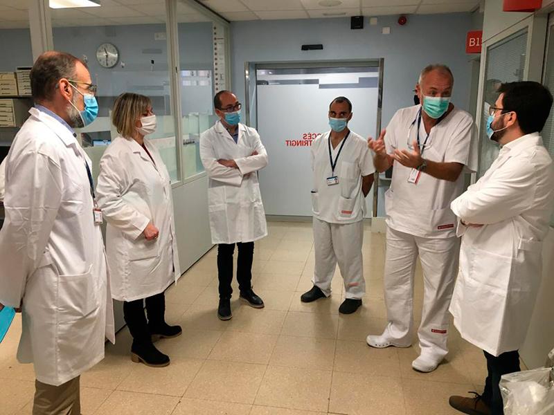 La consellera de Salut, Alba Vergés i el vicepresident del govern, Pere Aragonès, van visitar ahir l'hospital de Palamós.