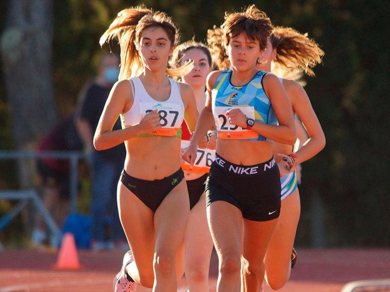 Blanca Batlle, a la dreta, novena classificada en el Campionat d'Espanya Sub18 celebrat a Tarragona.