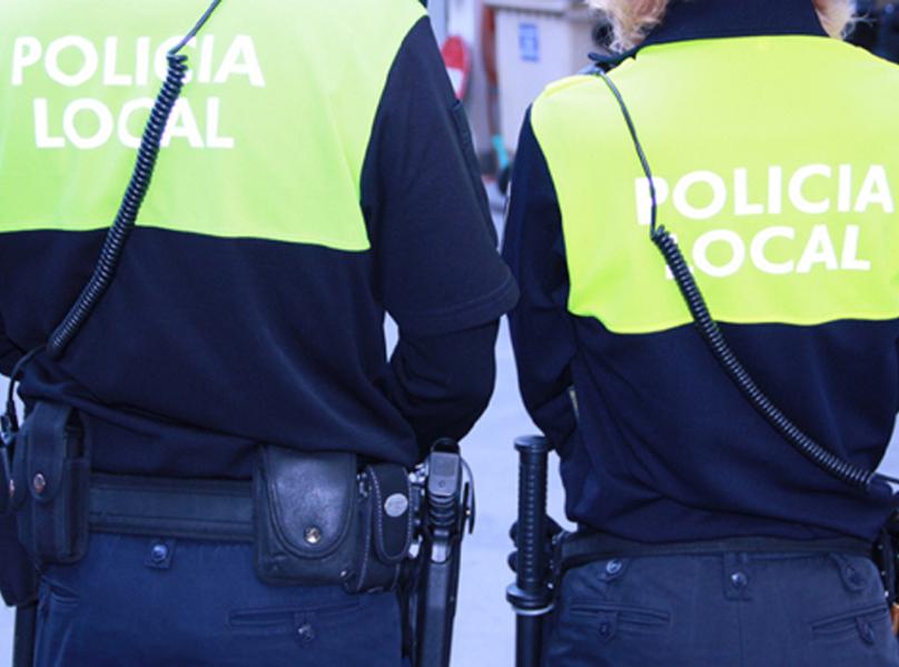 Parella de la Policia Local de Palamós.