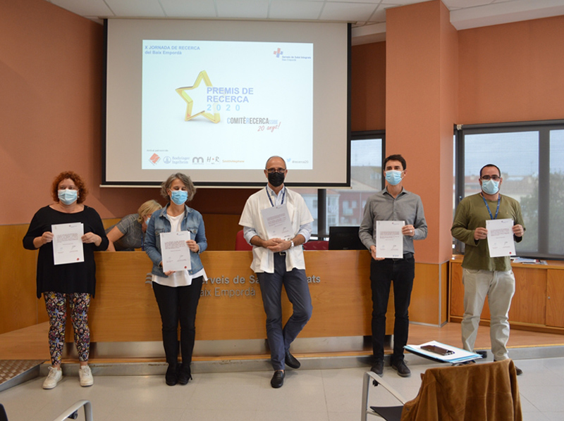 Professionals premiats per recerca científica, al CAP de Palamós. (Foto: SSIBE).