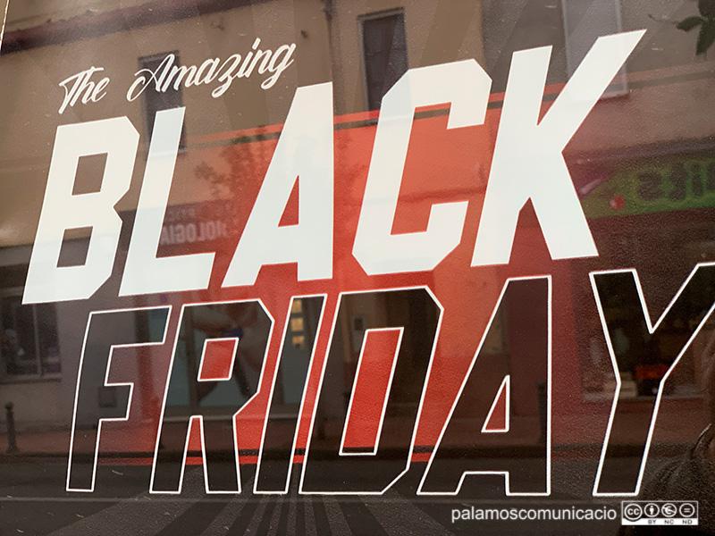 Molts comerços de Palamós porten dies fent ofertes amb motiu del Black Friday.