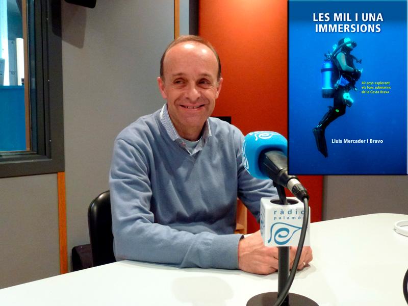Lluís Mercader, en una imatge d'arxiu als estudis de Ràdio Palamós, presenta dissabte el seu darrer llibre.