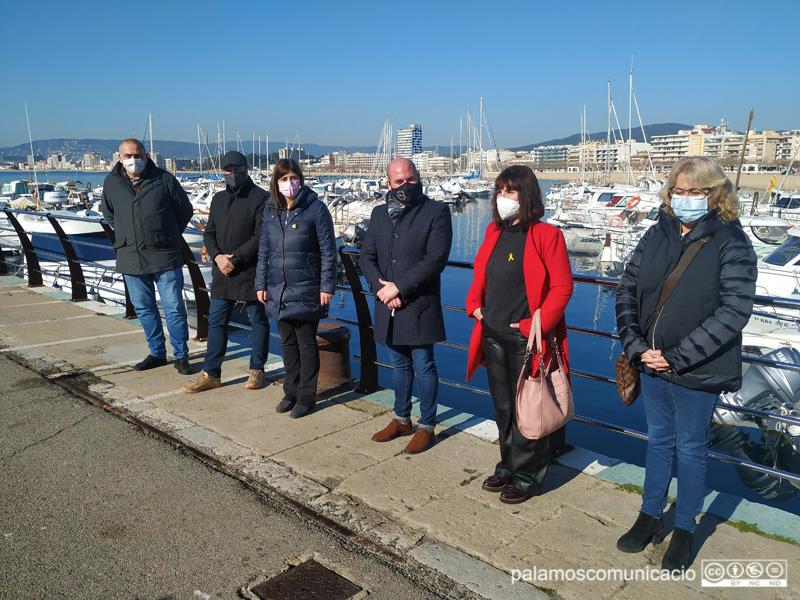 Representants de Junts per Catalunya, aquest migdia al port de Palamós.