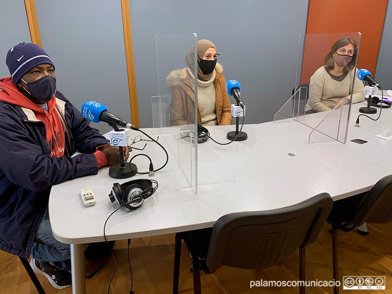 Kantara Baragi, Houda El Fechtali i Lourdes Ferrando, en el decurs del programa
