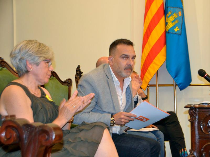 Roser Huete i Cristóbal Posadas, de costat, el dia del Ple d'investidura. (Foto: Josep Cama).