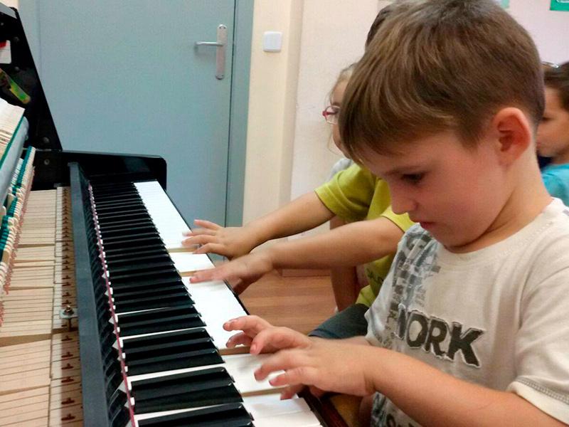 Alumnes de l'Escola de Música Adrià Sardó de Calonge. (Foto. Escola de Música de Calonge).