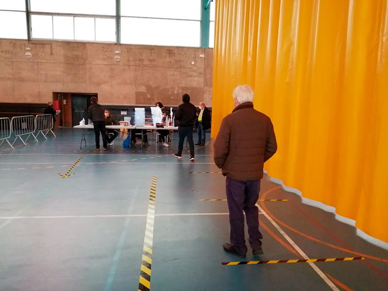 Votacions al Pavelló de Sant Antoni, el passat 14 de febrer. (Foto: Ajuntament de Calonge i Sant Antoni).