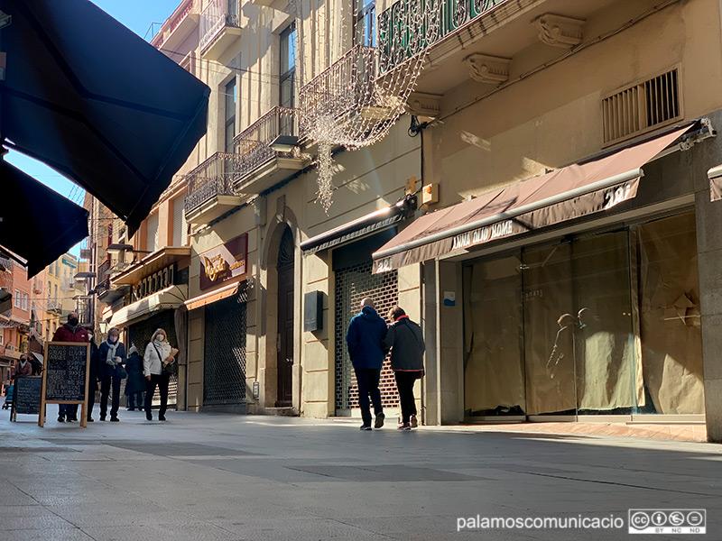 Establiments del carrer Major tancats el cap de setmana com a compliment de les restriccions actuals.