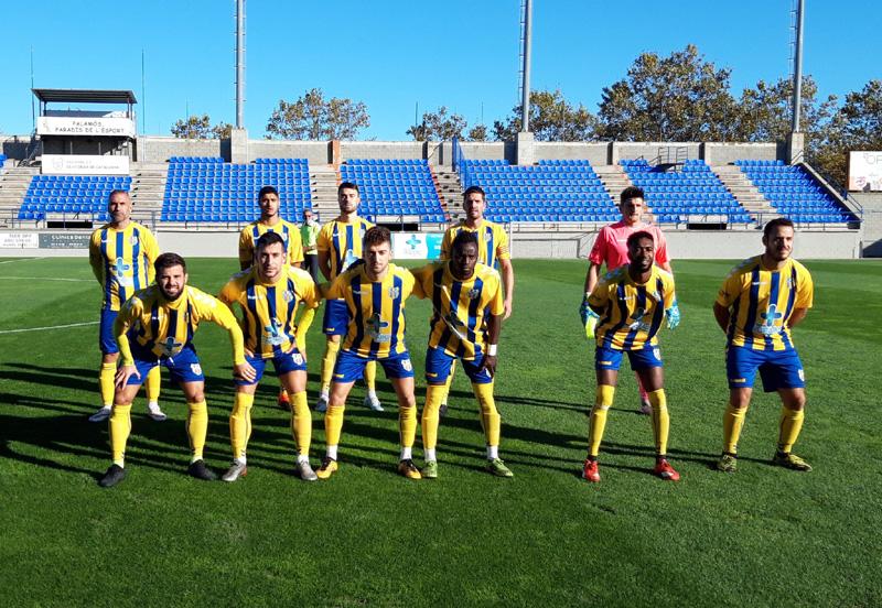 Onze inicial del Palamós CF en el darrer partit disputat el mes d'octubre davant del Tona. (Foto: Palamós CF).