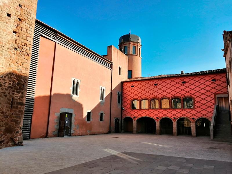 El castell de Calonge, una de les localitzacions de la primera edició del
