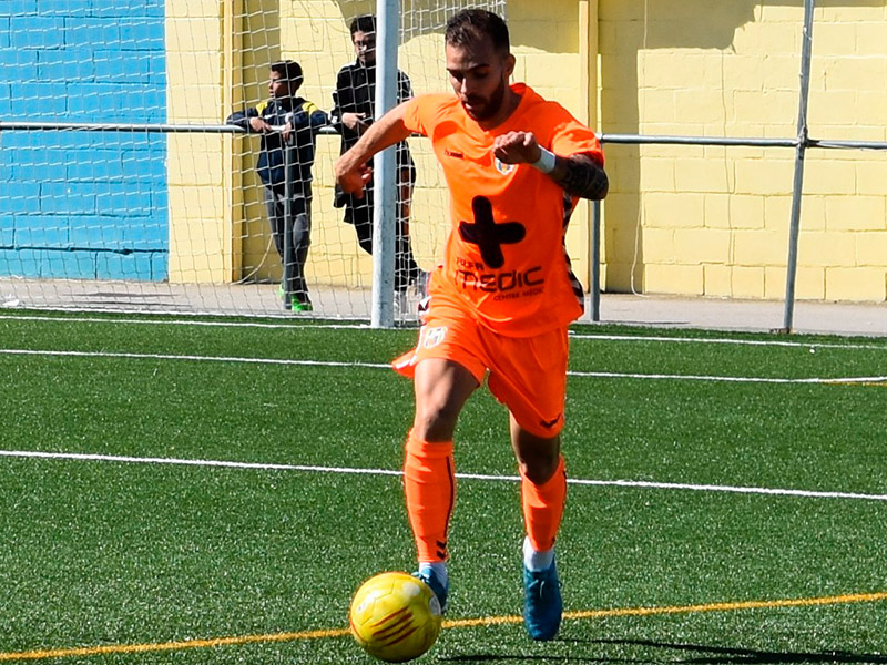 Joel Salas, en una imatge d'arxiu, jugant un partit amb el Palamós CF. (Foto: Sergi Cortés).