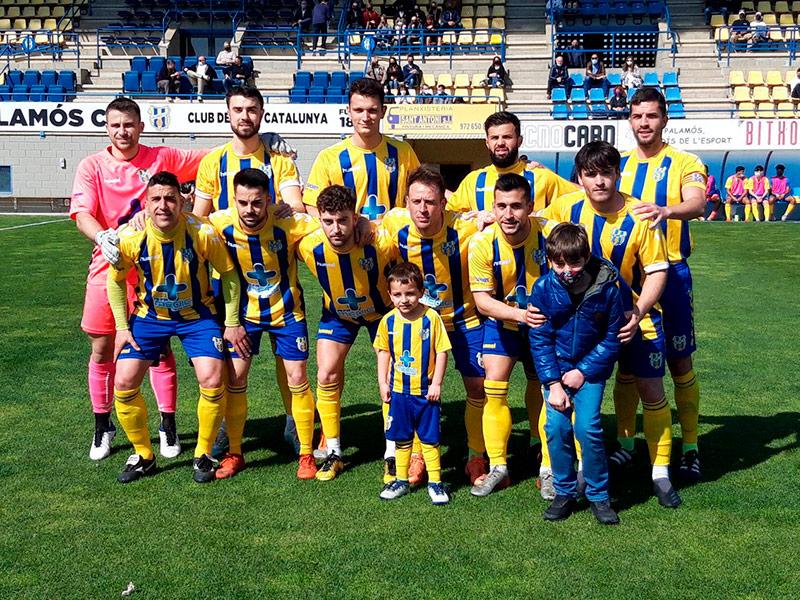 Onze inicial del Palamós CF en el darrer partit jugat a casa davant la UE Vic. (Foto: Palamós CF).