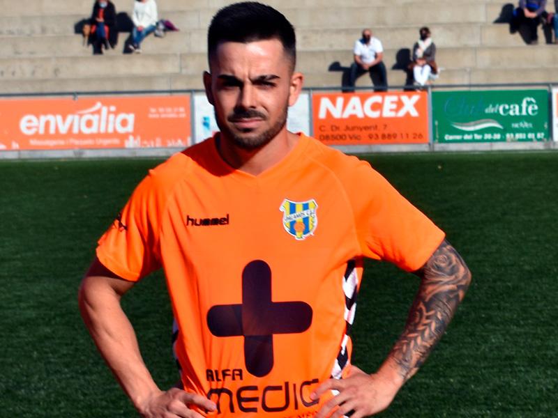 Adri Salas, abans del primer partit de lliga d'aquesta temporada al camp del Manlleu. (Foto: Sergi Cortés).