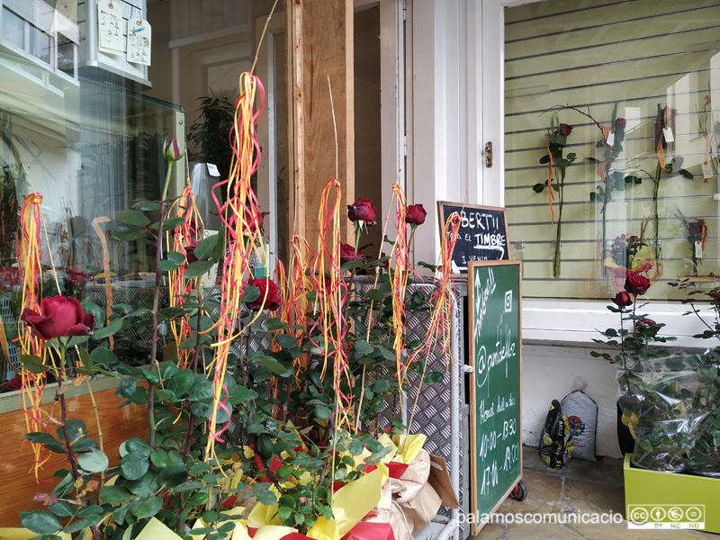 Roses exposades en una floristeria de Palamós.