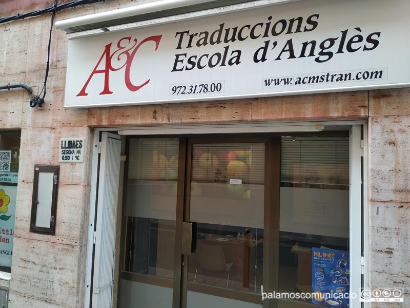El local de Mans Unides a Palamós es troba al local de l'escola d'anglès del carrer de Sant Joan Baptista de La Salle.